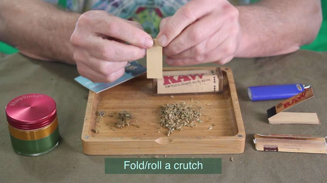 How to fold a crutch or filter when rolling a joint